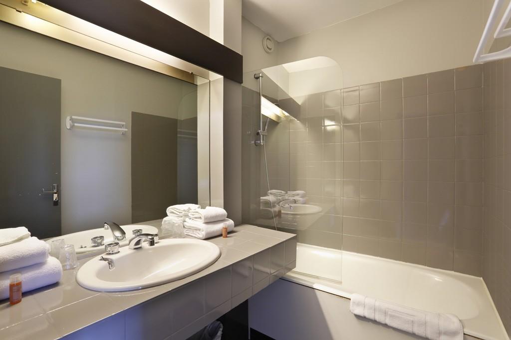 Salles de bains altos hotel spa hotel mont saint michel for Salle bain hotel