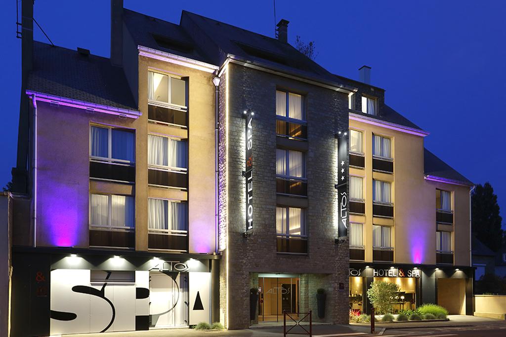 Façade de l'hôtel, Altos Hotel & Spa, Avranches